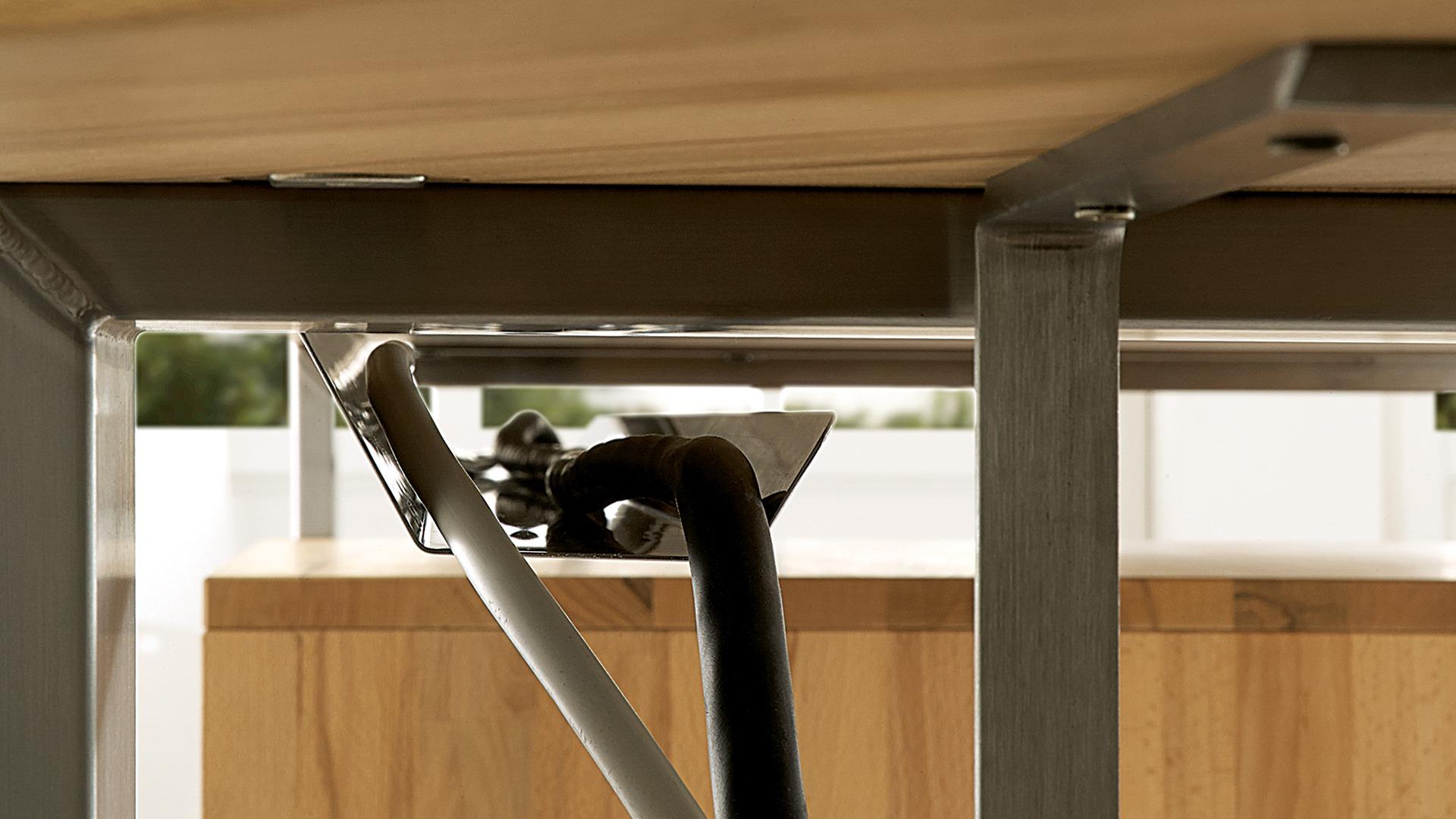 schreibtisch kabelkanal calva. Black Bedroom Furniture Sets. Home Design Ideas