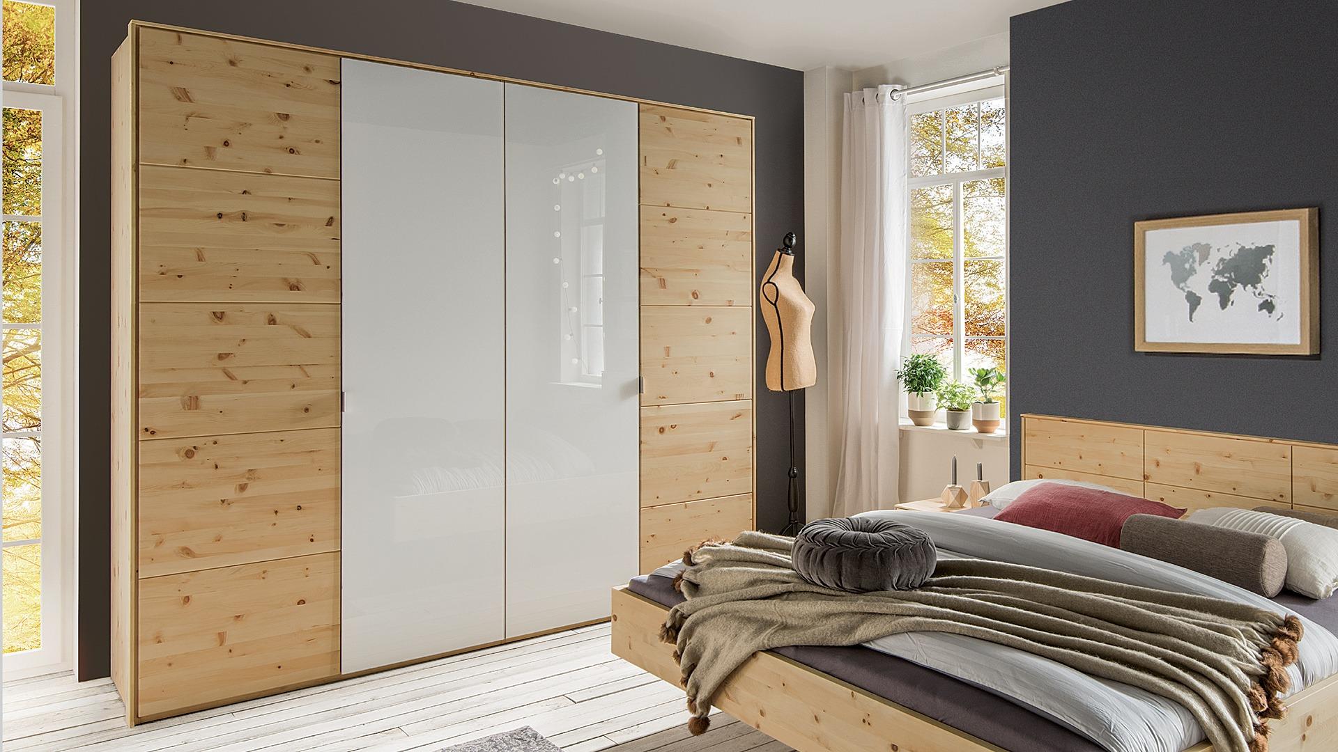 dreht ren kleiderschrank cervino aus massivem zirbenholz. Black Bedroom Furniture Sets. Home Design Ideas
