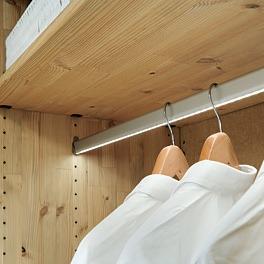 Drehtüren-Kleiderschrank \