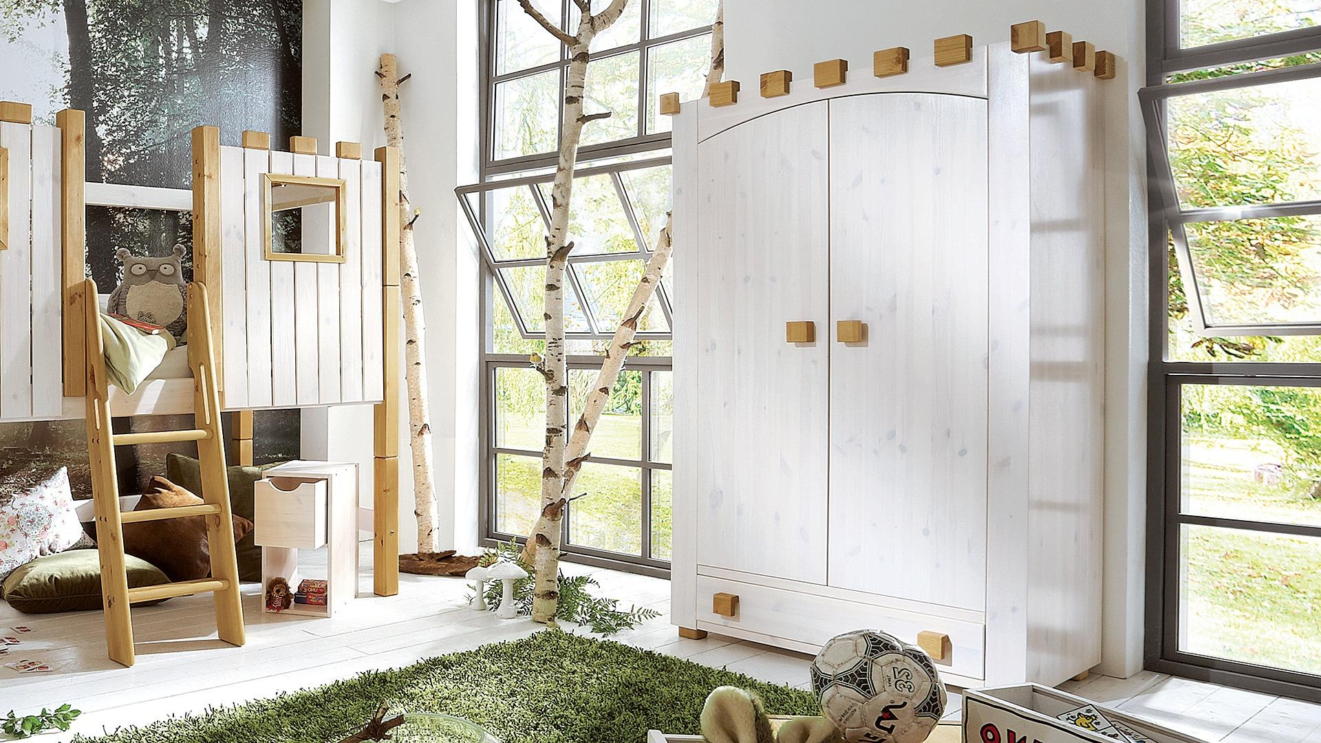 Babyzimmer naturtöne  Kleiderschrank