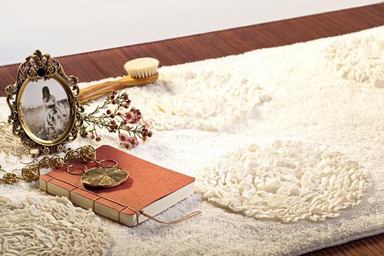 Badteppich Tres aus Bio-Baumwolle mit edlem Blumenmuster