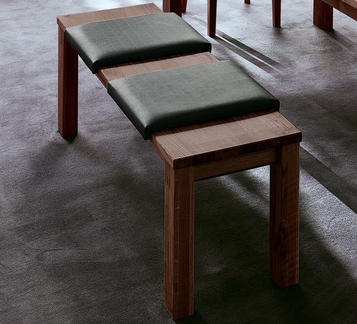 Sitzbänke aus Nussbaum